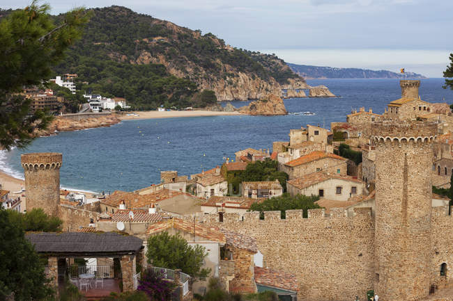 Spain, Costa Brava, Tossa de Mar, Old Town and Mediterranean Sea — Stock Photo