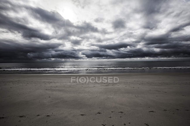 France, sandy beach on cloudy day — Stock Photo