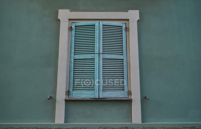 Close-up of green closed window shutter — Stock Photo