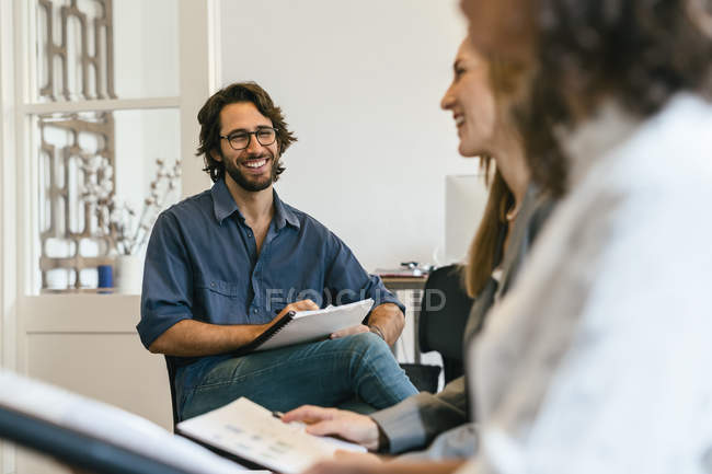 Business people discussing in work meeting — Stock Photo