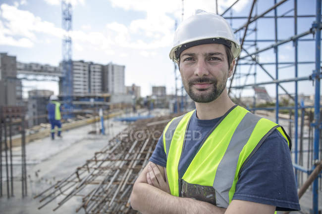 Construction worker on construction site with arms crossed — Stock Photo