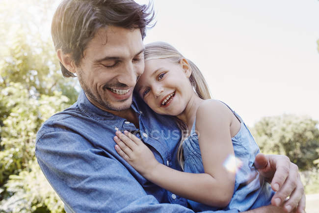 Happy father and daughter hugging outdoors — Stock Photo