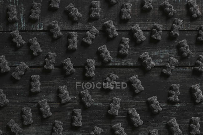 Black gummy bears on wood — Stock Photo