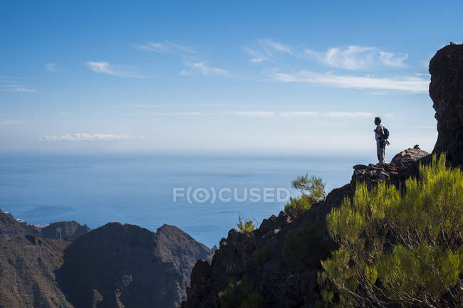 Man standing on rock at daytime — Stock Photo