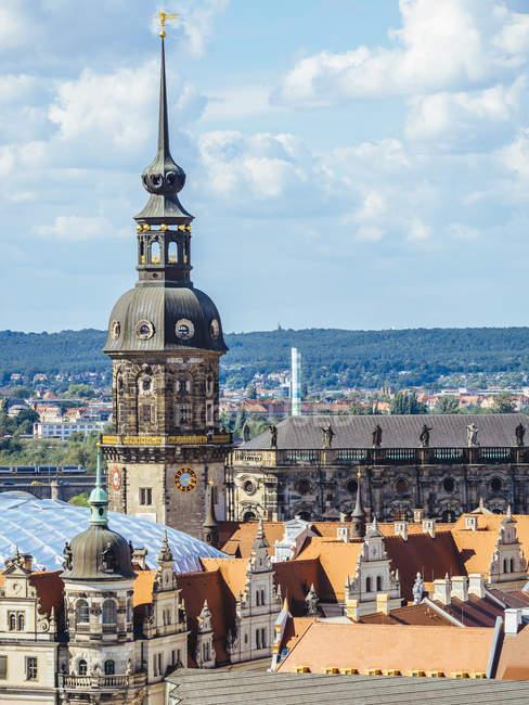 Alemania, Dresde, Hausmannsturm y la Catedral de Dresde en el casco antiguo - foto de stock