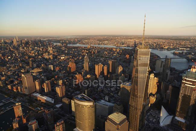 Повітряна фотографія вежа свободи (один Всесвітній торговий центр) у фінансового районі з Нью-Йорка — стокове фото