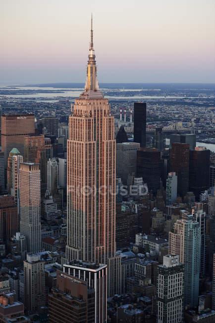 Vista del Empire State Building en Manhattan, Nueva York, Estado de Nueva York, EE.UU. - foto de stock