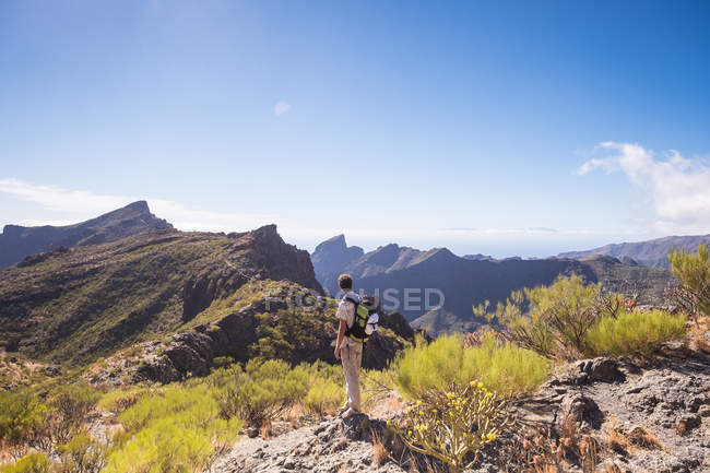Middle aged man looking at Teno Mountains at daytime — Stock Photo