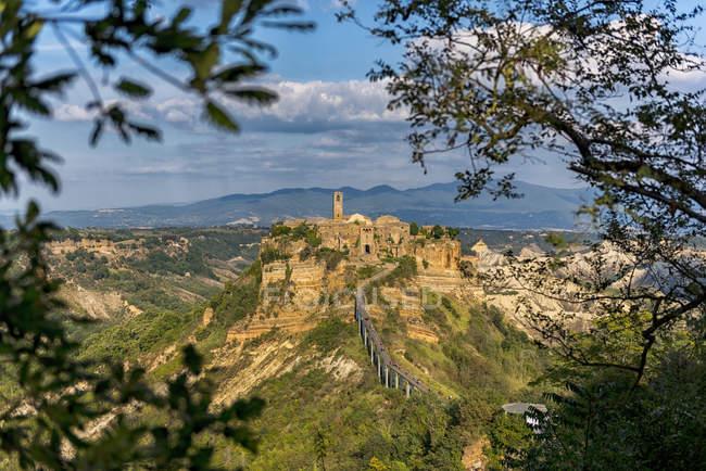 Italia, Lacio, vista a Civita di Bagnoregio - foto de stock