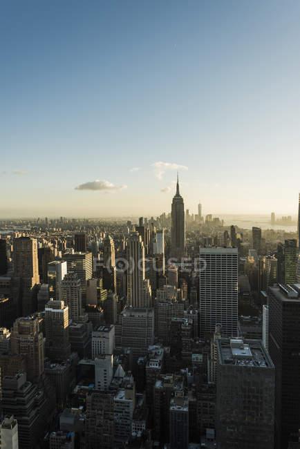 EUA, Nova York, por do sol vista da cidade com Centro Rockefeller — Fotografia de Stock