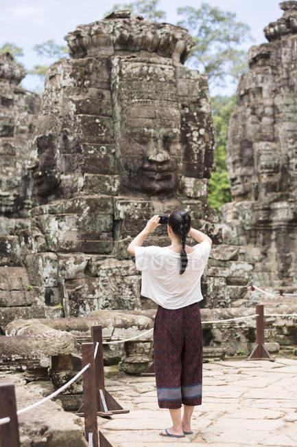 Камбоджа, Сієм Ріп Ангкор Тома, резервного зору туристичних Байон храму фотографувати — стокове фото