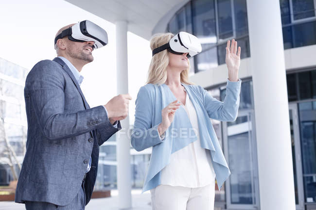 Man and woman wearing virtual reality glasses — Stock Photo