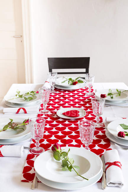 Laid table settings at Valentine Day with roses and hearts — Stock Photo
