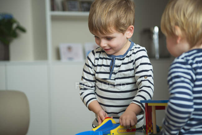 Two little boys playing at home with toys — Stock Photo