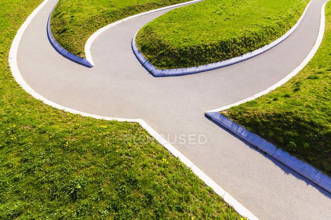 Германия, Мбаппе, дорожка в парке, разделение путей — стоковое фото