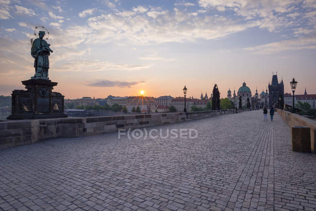 Czechia, Prague, Old town, view to Charles Bridge and Old Town Bridge Tower at sunset — Stock Photo