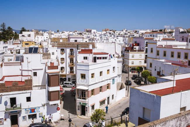 Espanha, Andaluzia, Tarifa, paisagem urbana com casas brancas durante o dia — Fotografia de Stock