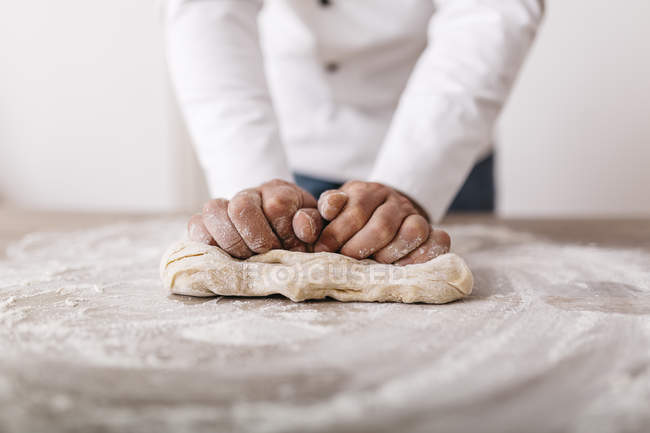 Chef preparing dough for ravioli — Stock Photo