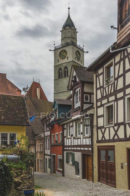 Deutschland, Baden-Württemberg, Überlingen, Stadt Gasse und St.-Nikolaus Kirche Ansicht — Stockfoto
