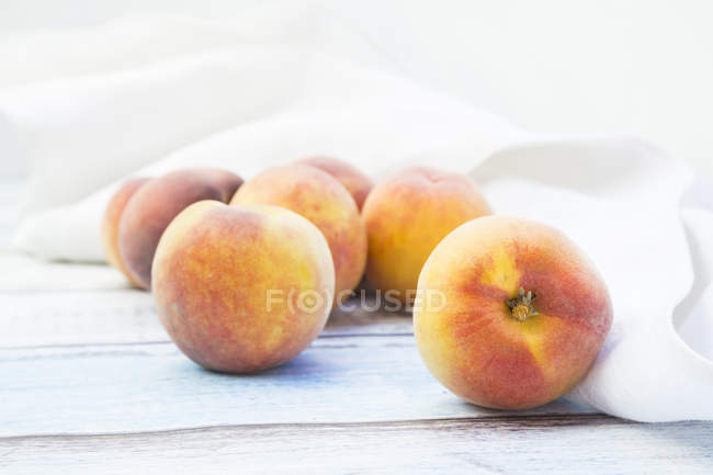 Fresh ripe peaches — Stock Photo