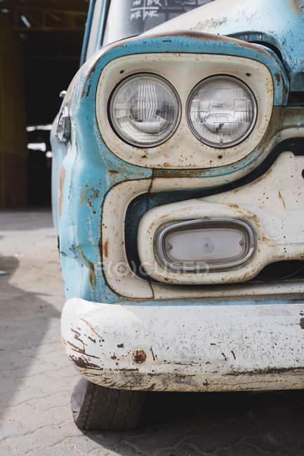 Oxidado de coches vintage, vista parcial - foto de stock