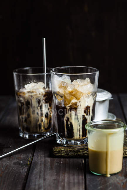 Вьетнамский кофе со сгущённым молоком и льдом — стоковое фото