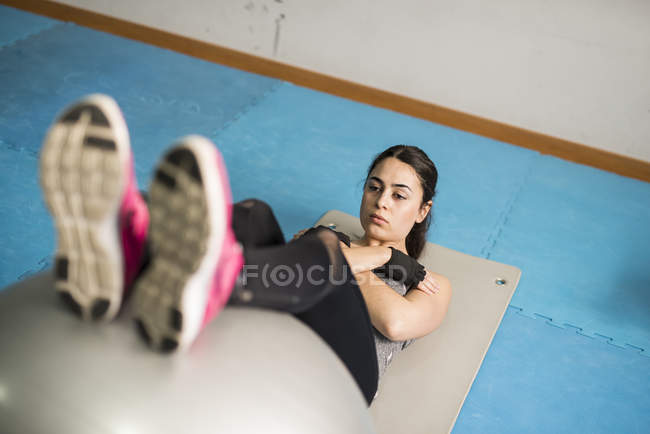 Caucasian woman training abs with fitness ball — Stock Photo