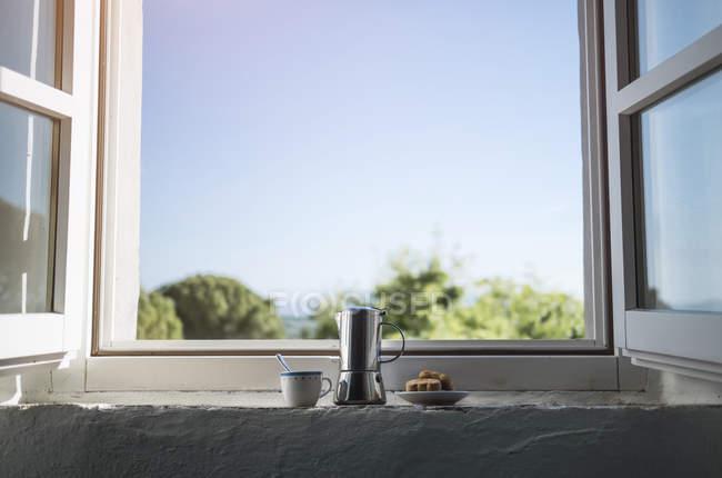 Espresso Kaffeetasse und Gebäck können — Stockfoto
