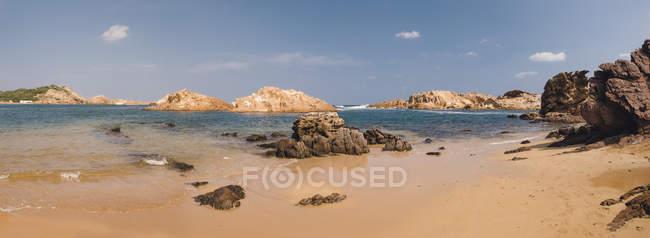 Spagna, Minorca, Vista panoramica di Cala Pregonda — Foto stock
