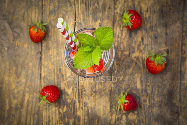 Detox water with watermelon and strawberry — Stock Photo