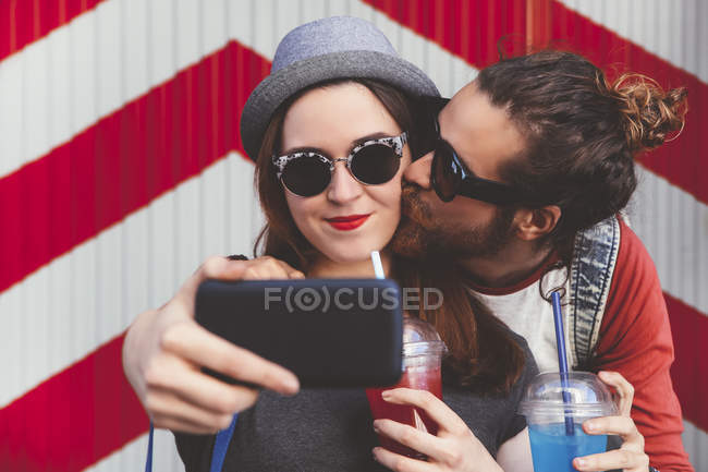 Young couple taking selfie with smartphone — Stock Photo