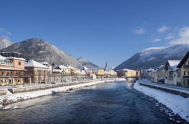 Austria, Bad Ischl, Spa Town, Traun river in winter — Stock Photo