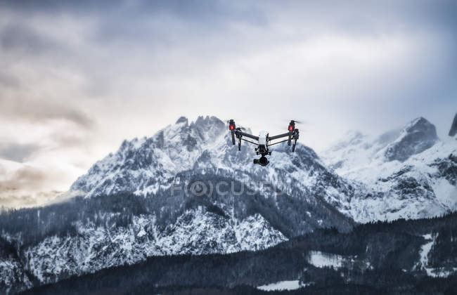 Österreich, Salzburger Land, Hochkönig Berg, Drohne über Hügel bei dayitme — Stockfoto