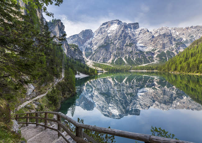 Italy, South Tyrol, Dolomites, Fanes-Sennes-Prags Nature Park, Lake Prags with Seekofel — Stock Photo