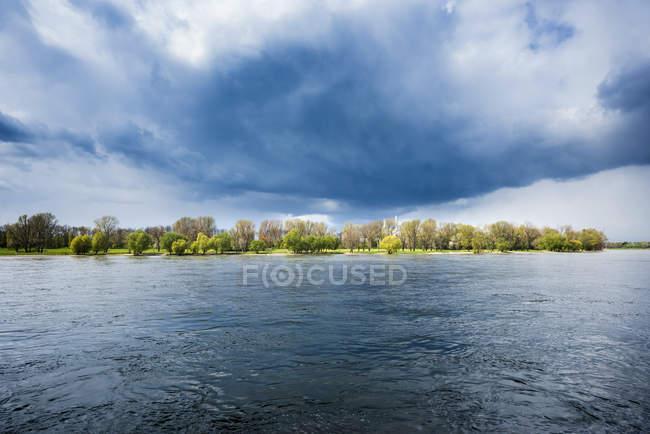 Германия, Северный Рейн-Вестфалия, реки Рейн и бурной атмосфере — стоковое фото