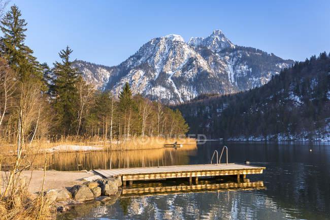 Німеччина, Баварія, Allgaeu Альп, Schwansee на зиму вечірнього настрою — стокове фото