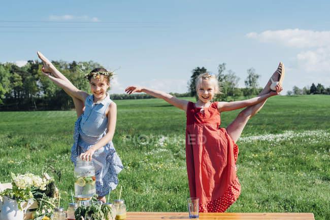 Girls doing gymnastics — Stock Photo