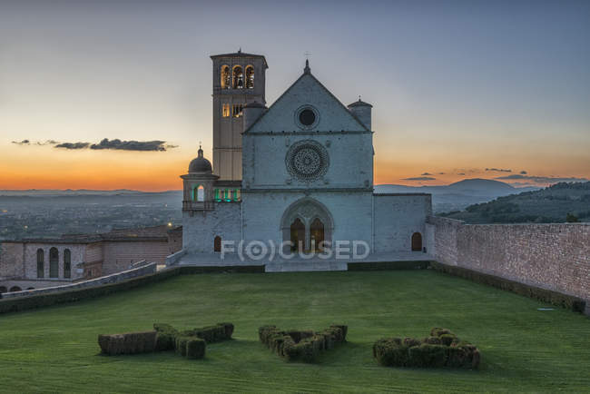 Basilica of Saint Francis of Assisi at sunset, Assisi, Umbria, Italy — Stock Photo