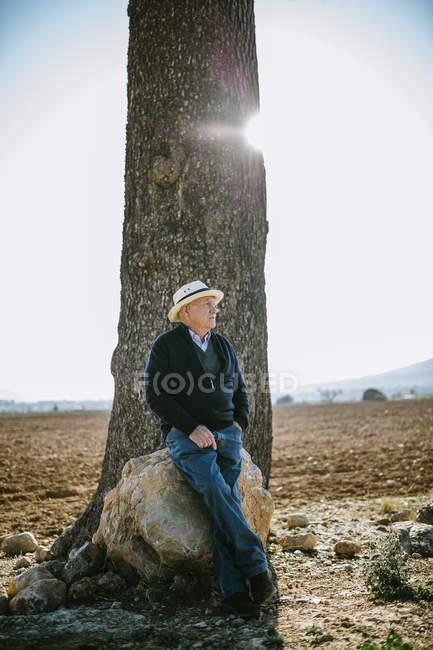 Spagna, Tarragona, uomo più anziano sul campo — Foto stock