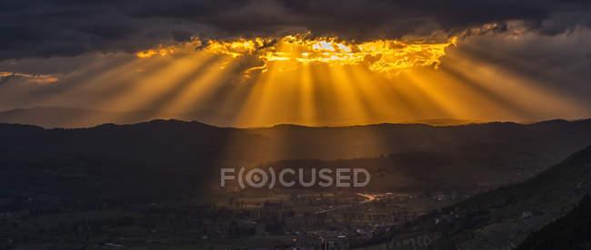 Italie, Ombrie, Apennins, montagnes apennines au coucher du soleil — Photo de stock