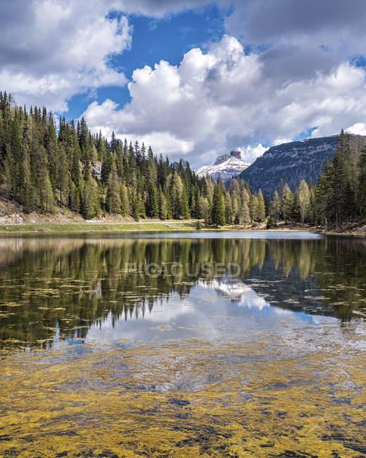 Italia, Veneto, Dolomiti di Sesto, Lago Antorno presso l'area di Tre Cime di Lavaredo — Foto stock