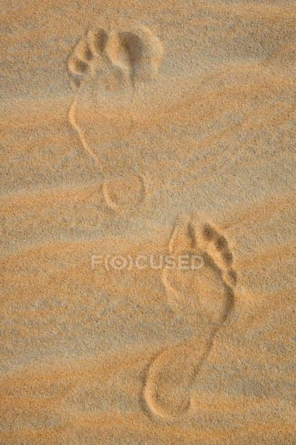 EAU, Rub 'al Khali, empreintes de pas dans le sable du désert — Photo de stock