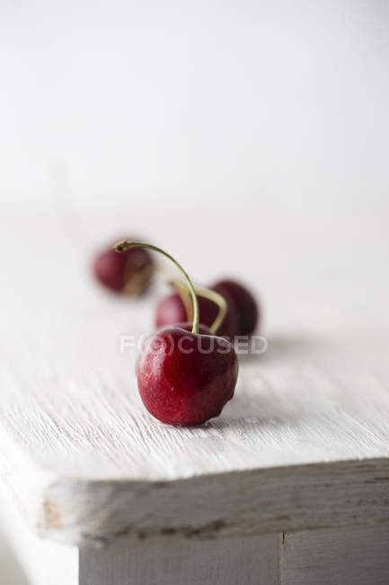 Organic sweet cherries — Stock Photo