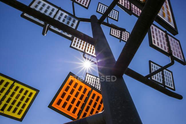 Deutschland, Ulm, solar Tree bei Solar City, Ansicht von unten — Stockfoto