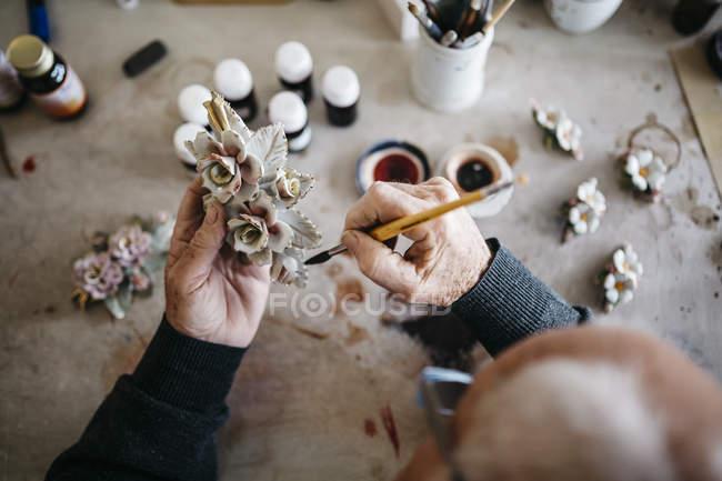 Senior man decorating ceramics in his spare time — Stock Photo