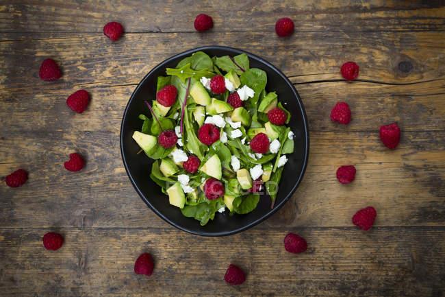 Tigela de salada de framboesa de abacate — Fotografia de Stock