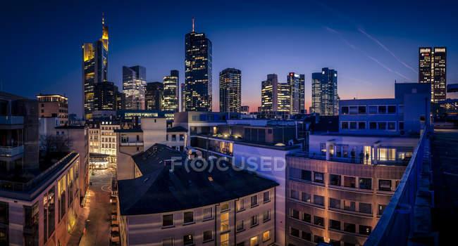 Німеччина, Франкфурт, Skyline finanial району у вечірній час — стокове фото