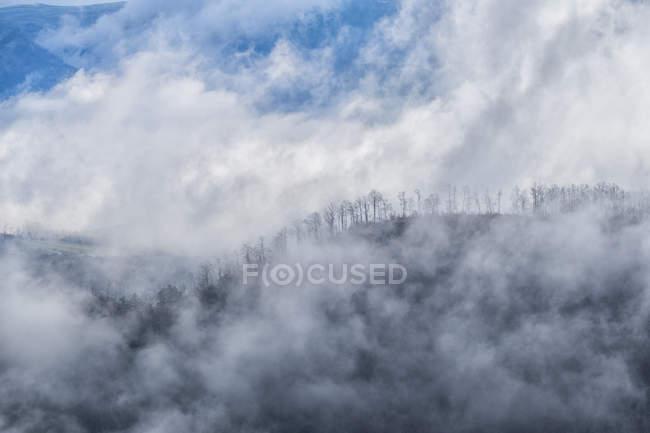 Апеннінах гори взимку, Gubbio, Умбрія, Італія — стокове фото
