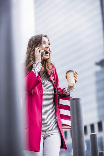 Young woman in the city using mobile phone — Stock Photo