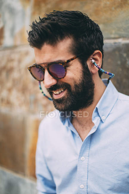 Portrait of smiling man with full beard wearing sunglasses — Stock Photo